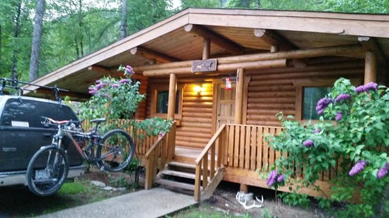 Bull River Guest Ranch : Cabin entrance