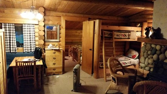 Bull River Guest Ranch: Inside the cabin