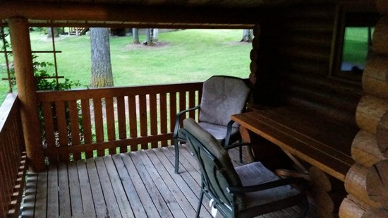 Bull River Guest Ranch : Nice covered deck