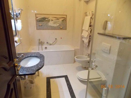 Hotel Simplon: Bathroom
