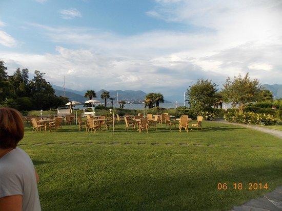 Hotel Simplon: Snacks on the lawn