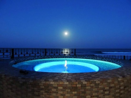 Cabo Surf Hotel: Upper Deck Jacuzzi - Full Moon