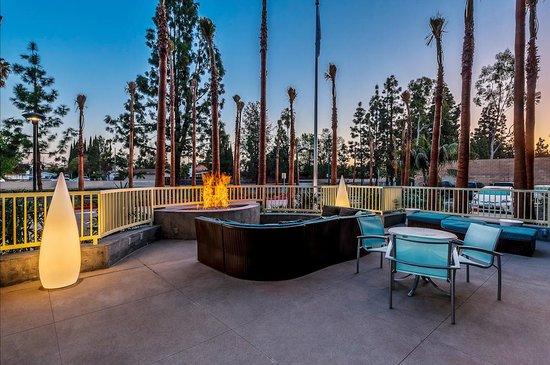 SpringHill Suites Anaheim Maingate: Fire Pit