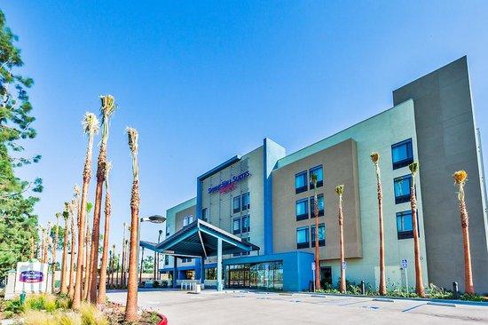 SpringHill Suites Anaheim Maingate: Daytime Exterior