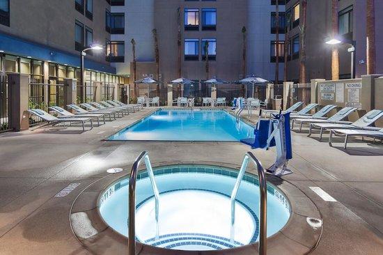 SpringHill Suites Anaheim Maingate: Pool