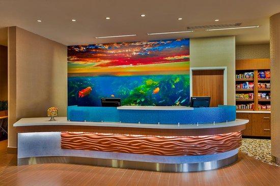 SpringHill Suites Anaheim Maingate: Front Desk