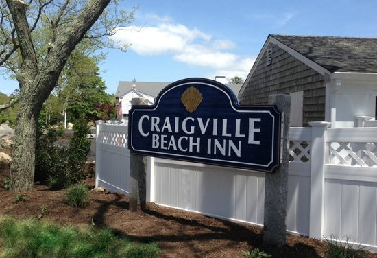 Craigville Beach Inn: Sign