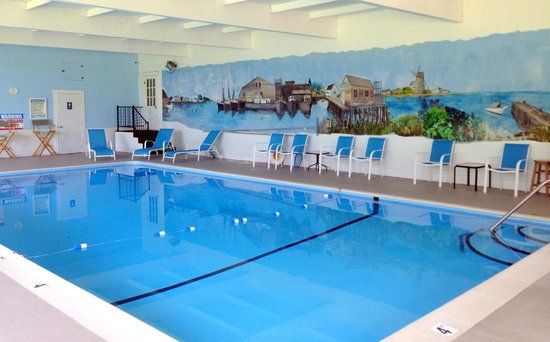 Craigville Beach Inn: Heated Pool