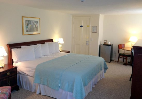 Craigville Beach Inn: King Room