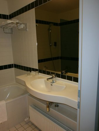 ibis Styles Munchen Ost Messe: Bathroom