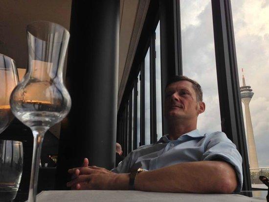 DOX Restaurant: Entspanntes Finish mit tollem Obstbrand und schönem Ausblick