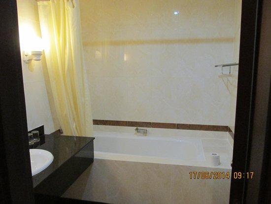 Huong Sen Hotel: Bathroom