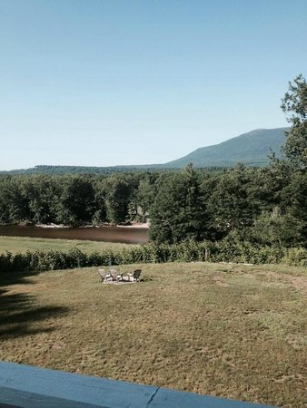 Wyatt House Country Inn: A morning view from the Rose Room deck