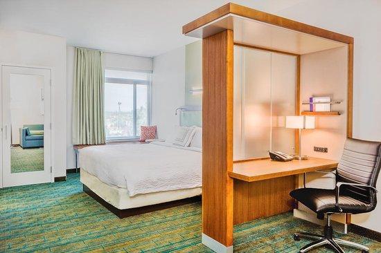 SpringHill Suites Anaheim Maingate: King Suite