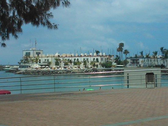 Hotel THe Puerto de Mogan: Hotel from beach