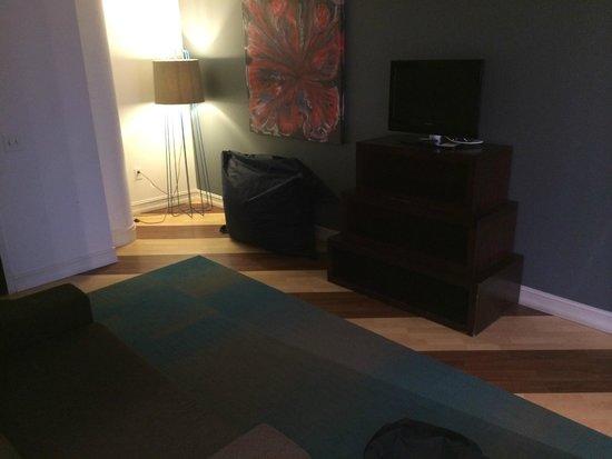 Aloft Nashville West End : living room with beanbags - score !