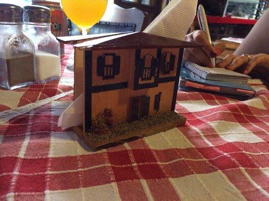 Keyf-i Mekan Cafe And Restaurant: Servilletero del lugar/ muy mono