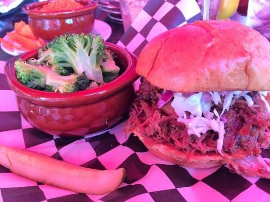 PBR Rockbar & Grill: pulled pork burger
