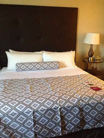 Crowne Plaza Hotel: Bed