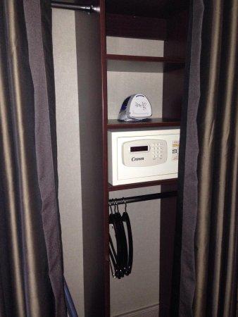 Crowne Plaza Hotel: Safe