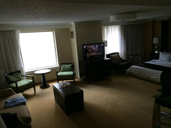 Philadelphia Marriott Downtown: Suite had a comfy murphy bed and lots of room