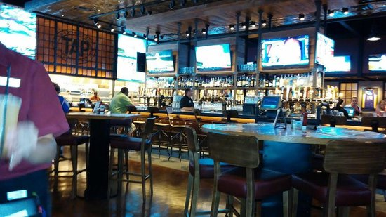 MGM Grand Hotel and Casino: New Sprts Bar TAP