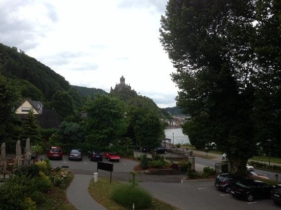 Parkhotel Cochem : View of the river and castle from the new block