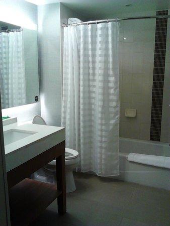 Hyatt Place Manati: Clean Bathroom