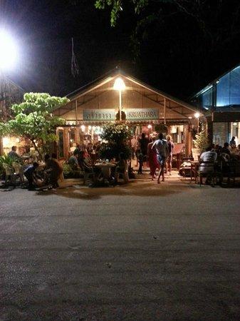 Krua Thara: Streetfront