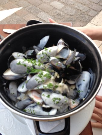 Le Belem : Mussels with Cream