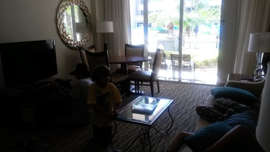 Marriott Beach Resort and Marina Hutchinson Island : living room junior suite pool access