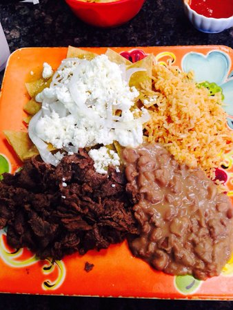 Lola's Kitchen: Chilaquiles w/carne asada. Yummy