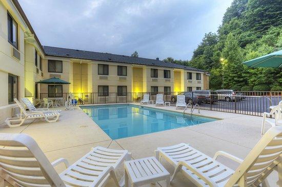 Sleep Inn Bryson City - Cherokee Area: Pool 2