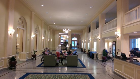 Stonewall Jackson Hotel and Conference Center: Lobby