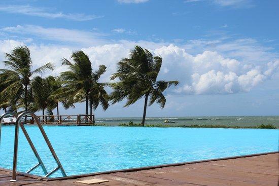Tivoli Ecoresort Praia do Forte: Piscina com borda infinita de frente para o mar