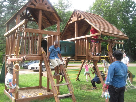 Holiday Acres Resort: The playhouse is fun!