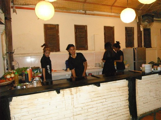 Happa's Restaurant: The staff by the open grill where all the magic happens.