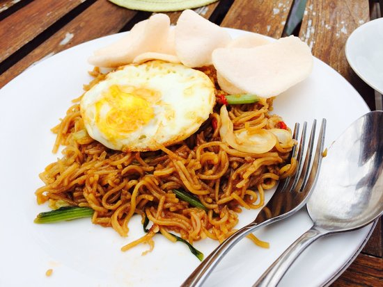 Anda Beach Hotel & Restaurant: Mie Goreng - Fried noodle