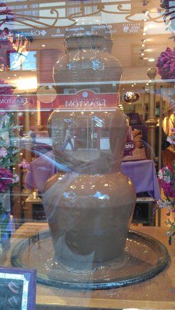 Rapa Nui: Fondue en la vidriera.. se siente el olor a chocolate desde la calle