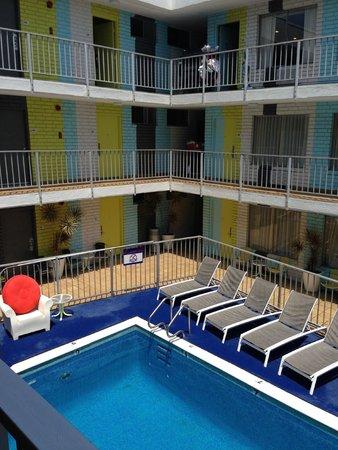 BEST WESTERN PLUS Hollywood Hills Hotel : Pool