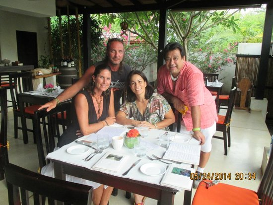Villa Deveena: Thee best place for dinner with Friends,Family!