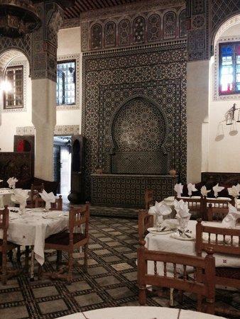 Palais de Merinides : Dingy interior
