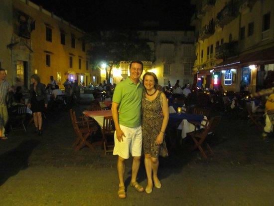 Plaza Santo Domingo: Um praça que convida a curtir a noite.