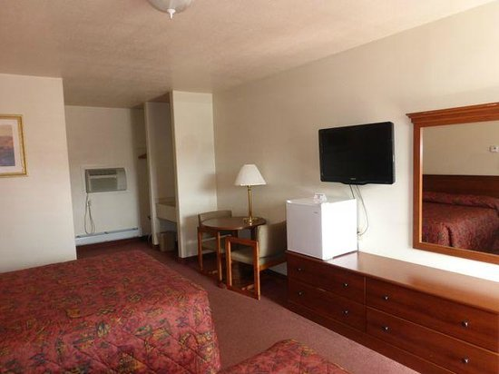 Restwel Motel: The desk, television and refrigerator - no microwave