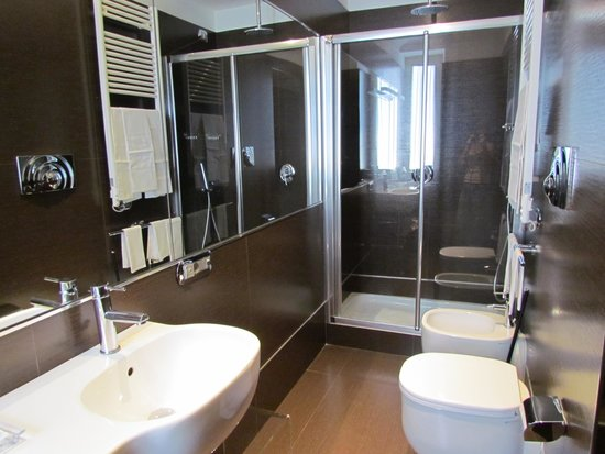 St Peter Guest House: Bathroom