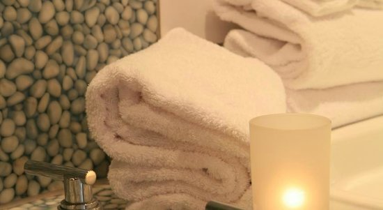 Le Chabrol Hotel & Suites : Salle de bain