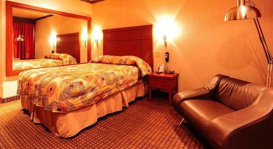 Le Chabrol Hotel & Suites : Chambre lit Queen size avec canapé lit