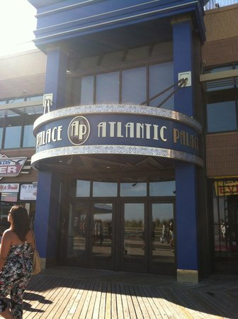 Atlantic Palace Suites : Entry from Boardwalk