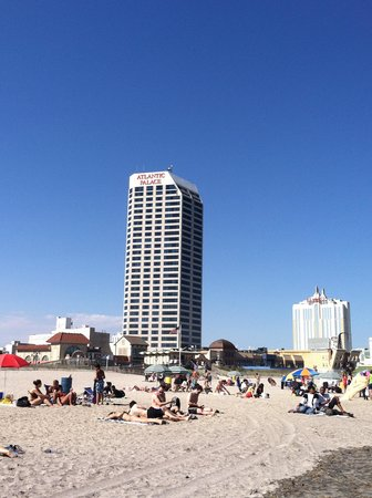 Atlantic Palace Suites : Hotel from the beach