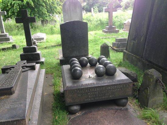 Bodean's BBQ - Tower Hill : gravestones